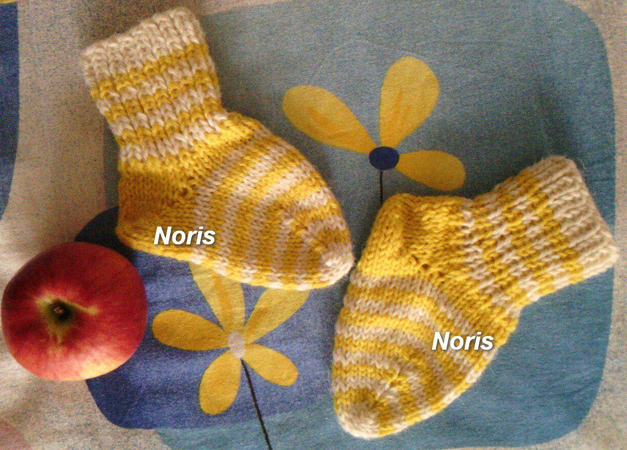 ручнаяработа подарок носочки носки детям детскиеноски носкивподарок яркиеносочки тёплыеноски вязаниеспицами спицами