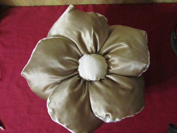 #подушка #подушкадекоративная подушечк оригинальныйподарок #подушкадиванная ручная работа назаказ роза подарок