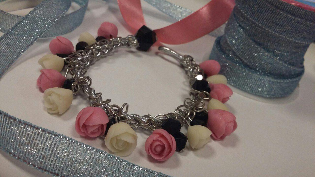 ручнойработы хочубраслет браслетсрозами браслетцветочный браслет красота украшения весна вдохновение розы цветы
