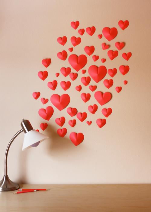 креативнаяидея сделайсам длядома вдохновение композиция сердечкиизбумаги бумажныесердечки декорируемстену украшениенастену поделкиизбумаги панно декор любовь интерьер сердечки своимируками хендмейд