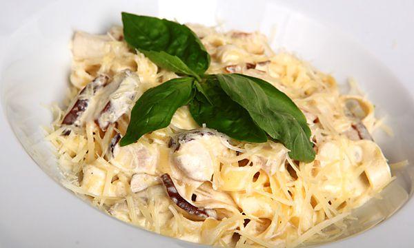 пастаподсливочнымсоусом сливочныйсоус курица фетучини осенниеблюда ужин обед вкусно рецепт готовимвместе лук грибы макароны кулинария паста рецептпасты пастаскурицейигрибами кухня