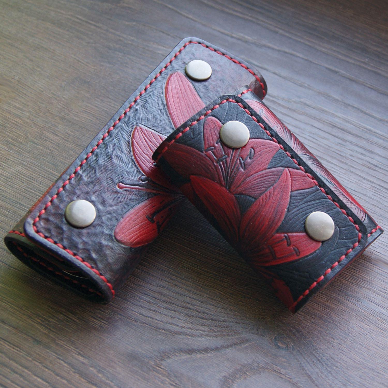 кожа подарок женщине лилии ключница
