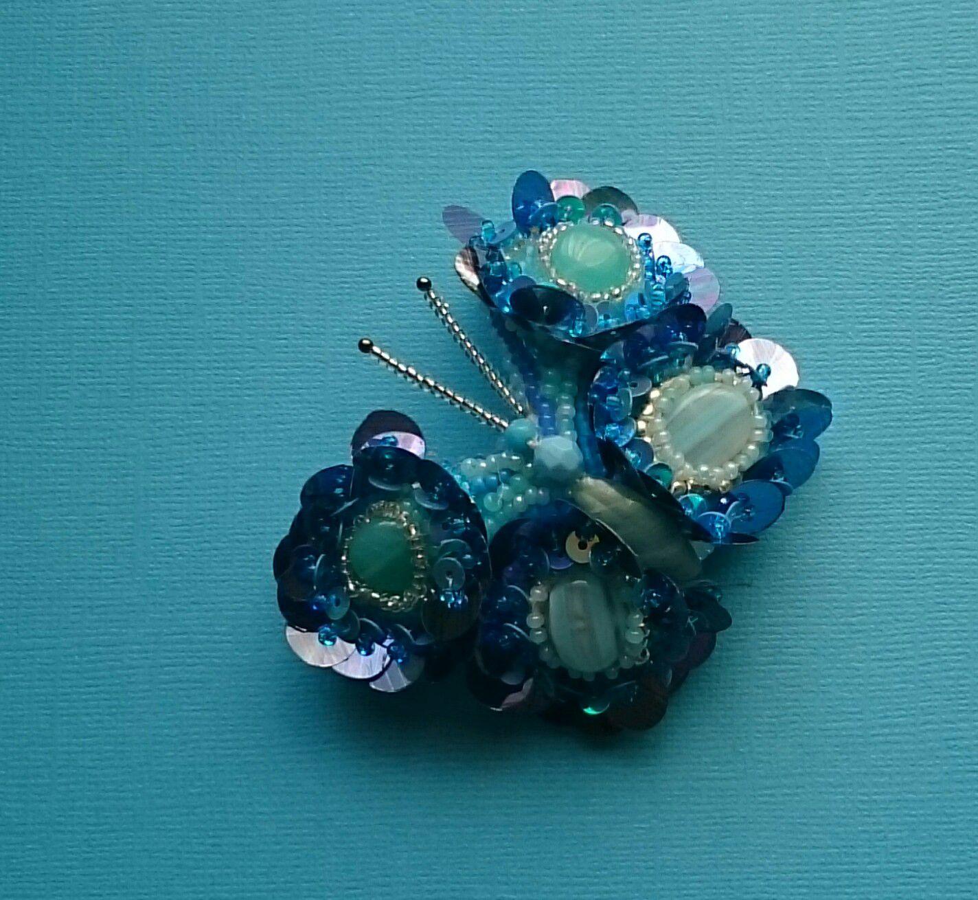 работы ручной украшение бабочка брошь бисер