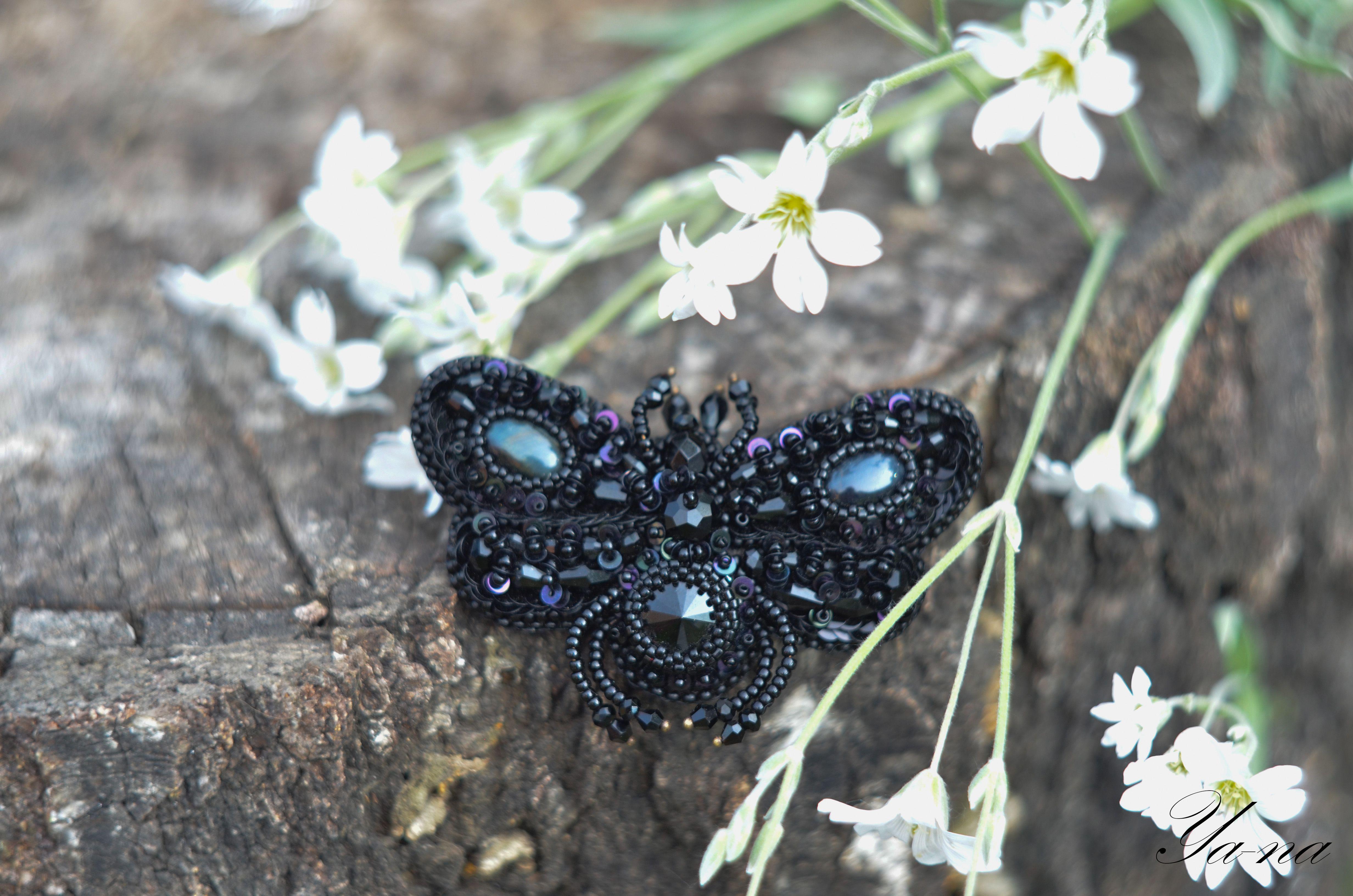 ручнаяработа брошьмотылек бабочка бисернаяброшь брошьжук длядевушки купитьброшь насекомое новосибирск брошьизбисера чернаябабочка длялюбимой брошьвподарок бижутерия