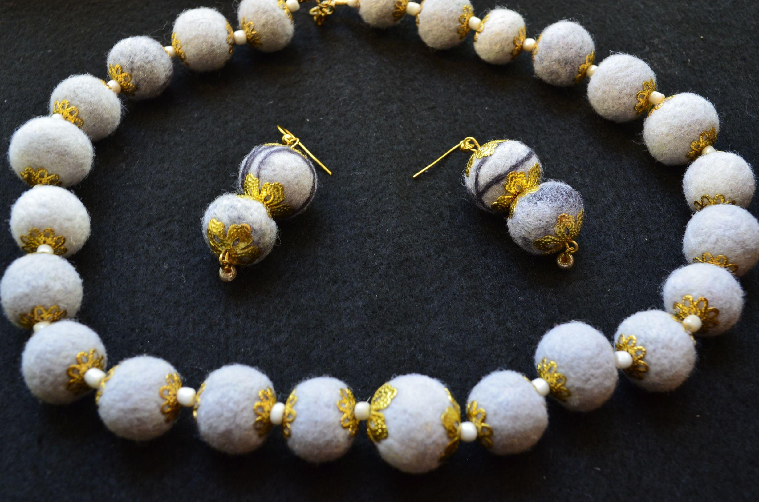 подарок набор серый шерсть комплект украшение цвет серьги бусы валяние