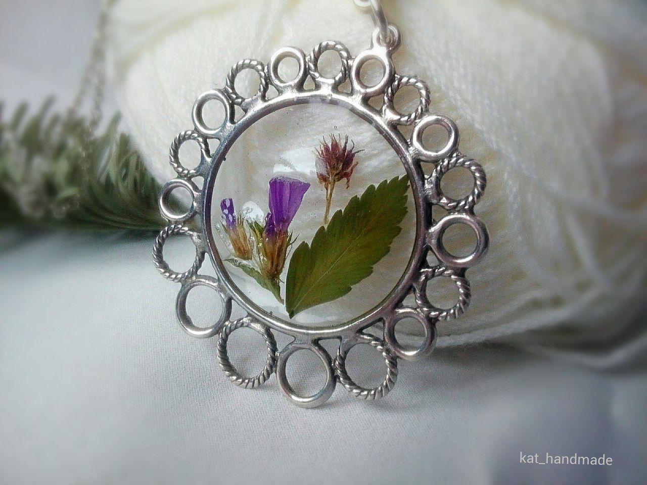 эпоксиднаясмола подарок кулонручнойработы гербарий украшения бижутерияручнойработы украшенияизсухоцветов подвескаизпоксиднойсмолы