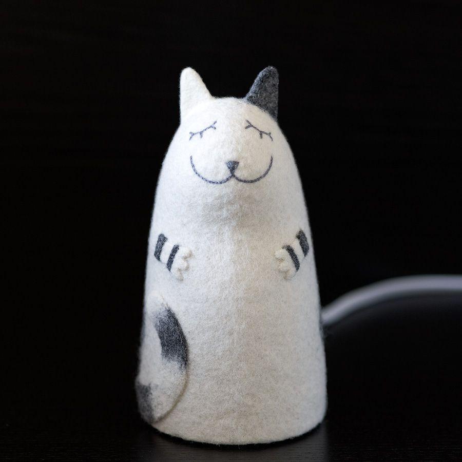 валяный ночник войлок серо-белый полосатый кот кошка светильник