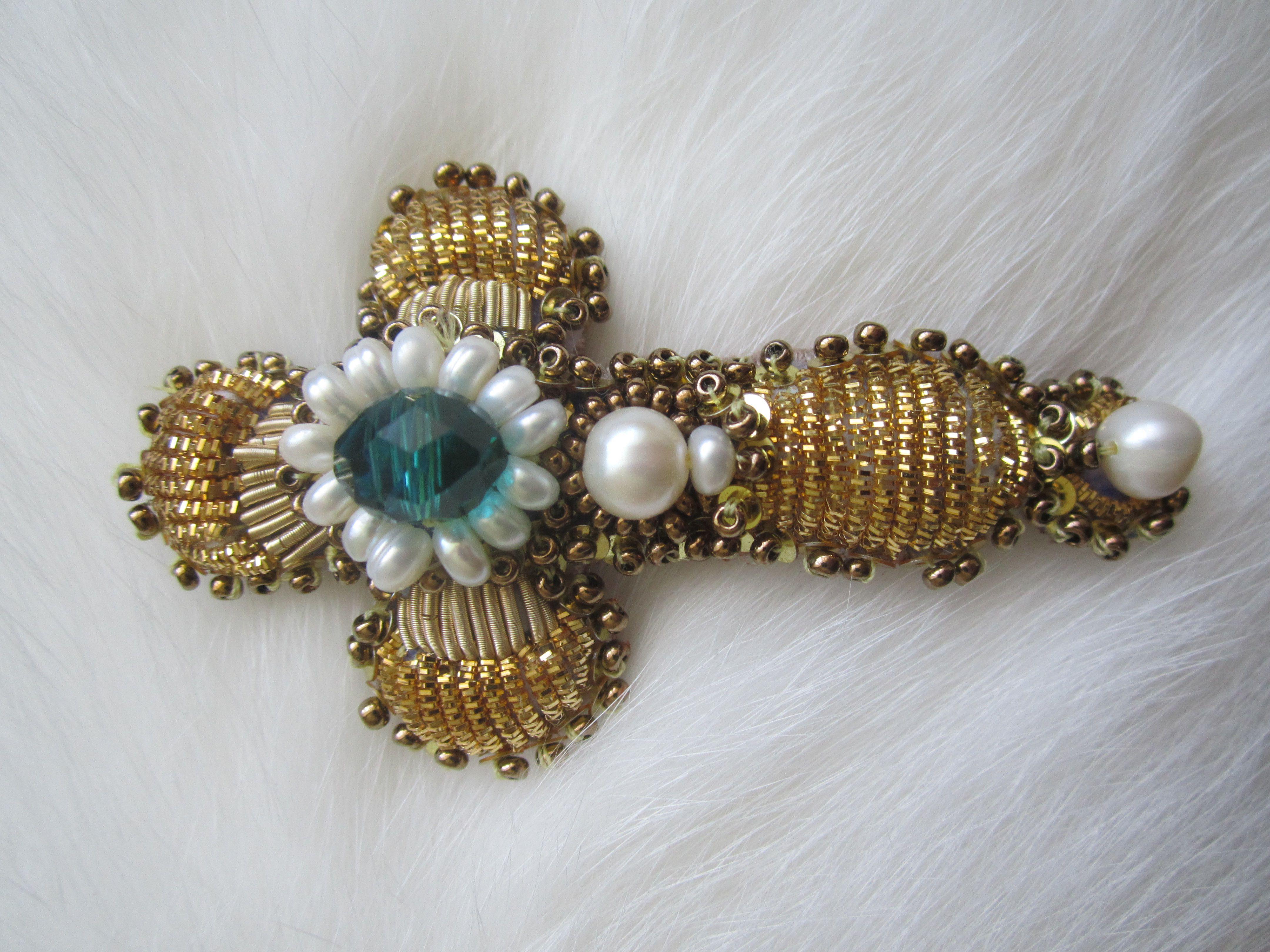 реконструкция золотом паники канитель крест вышивка бисер шитье золотное жемчуг