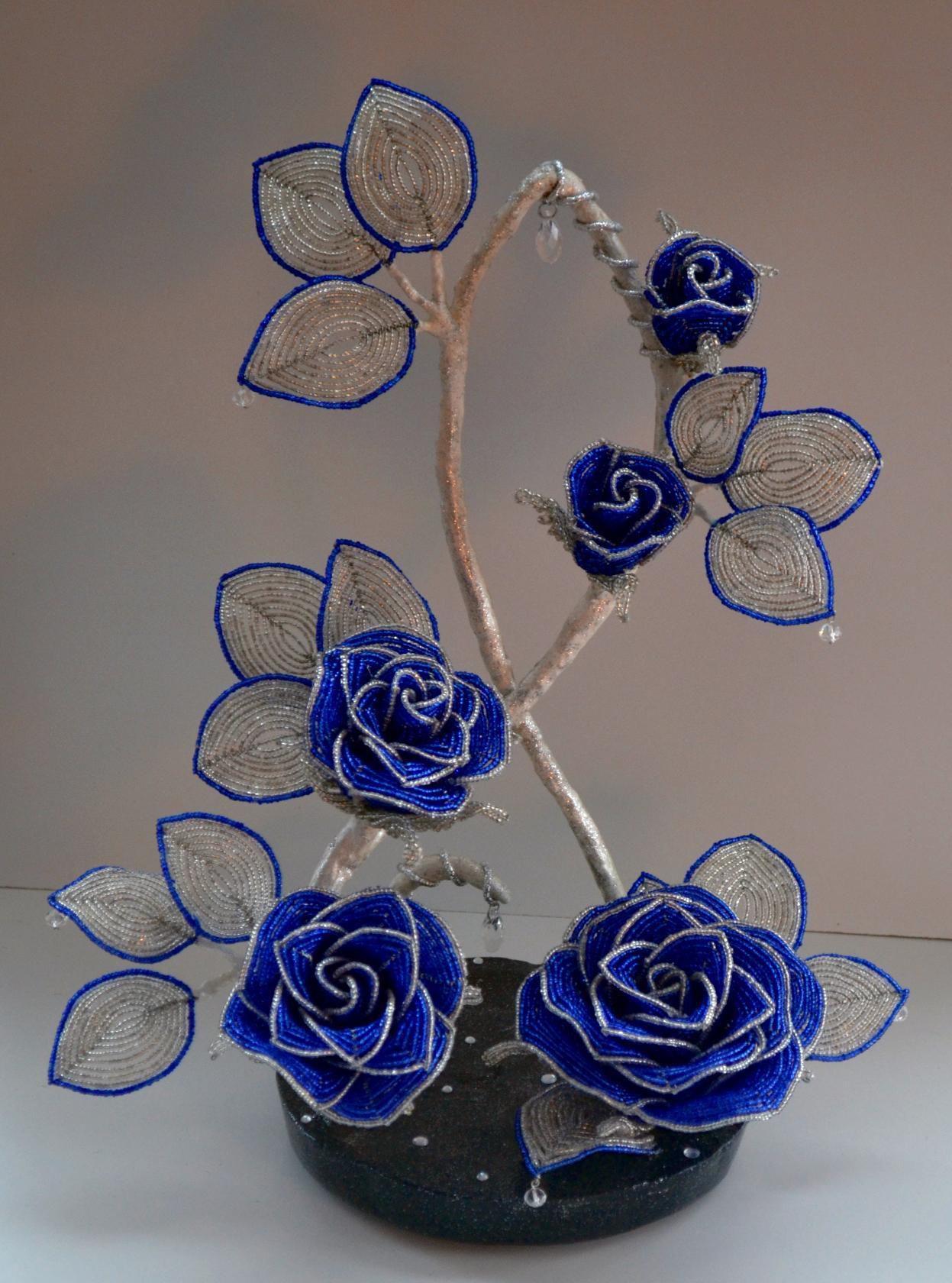 розы 8марта весна сувенир бисер букет цветы подарок