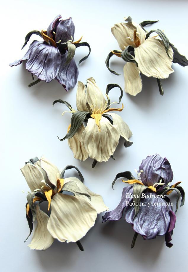 авторскаяработа ирис авторскиеукрашения мастеркласс еленабадреева кожанаяфлористика цветокброшь обучениецветоделию цветокизкожи флористика обучение мастеркласспоцветам