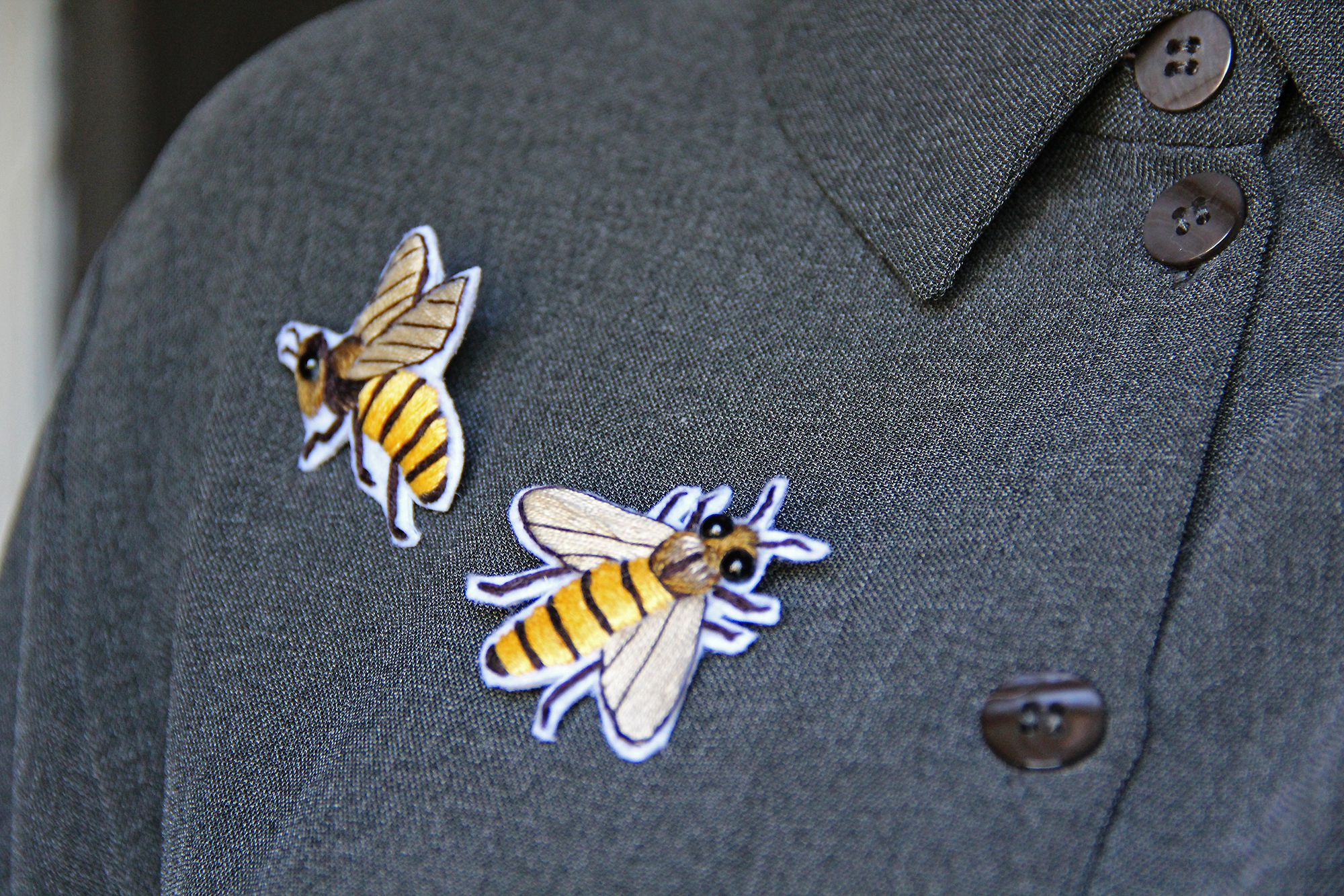 ручнаяработа подарок вышитая брошь пчела вышивка фетр украшения ручнаявышивка