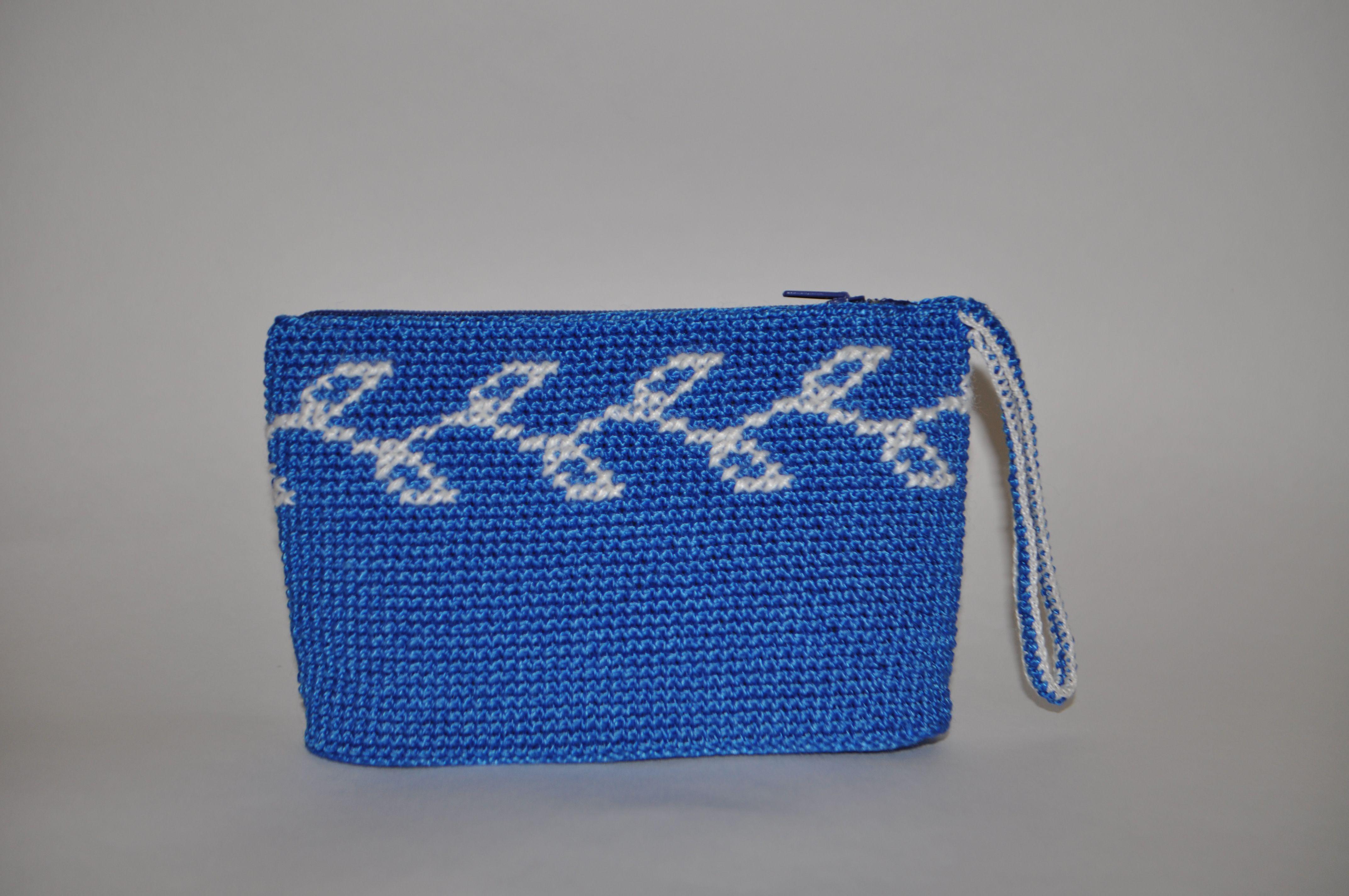 синяя вышивка на ручная сумка с белым праздник подкладке косметика молнией крючком день крестиком работа рождения вязаная новый крестом косметичка клатч год сувенир подарок