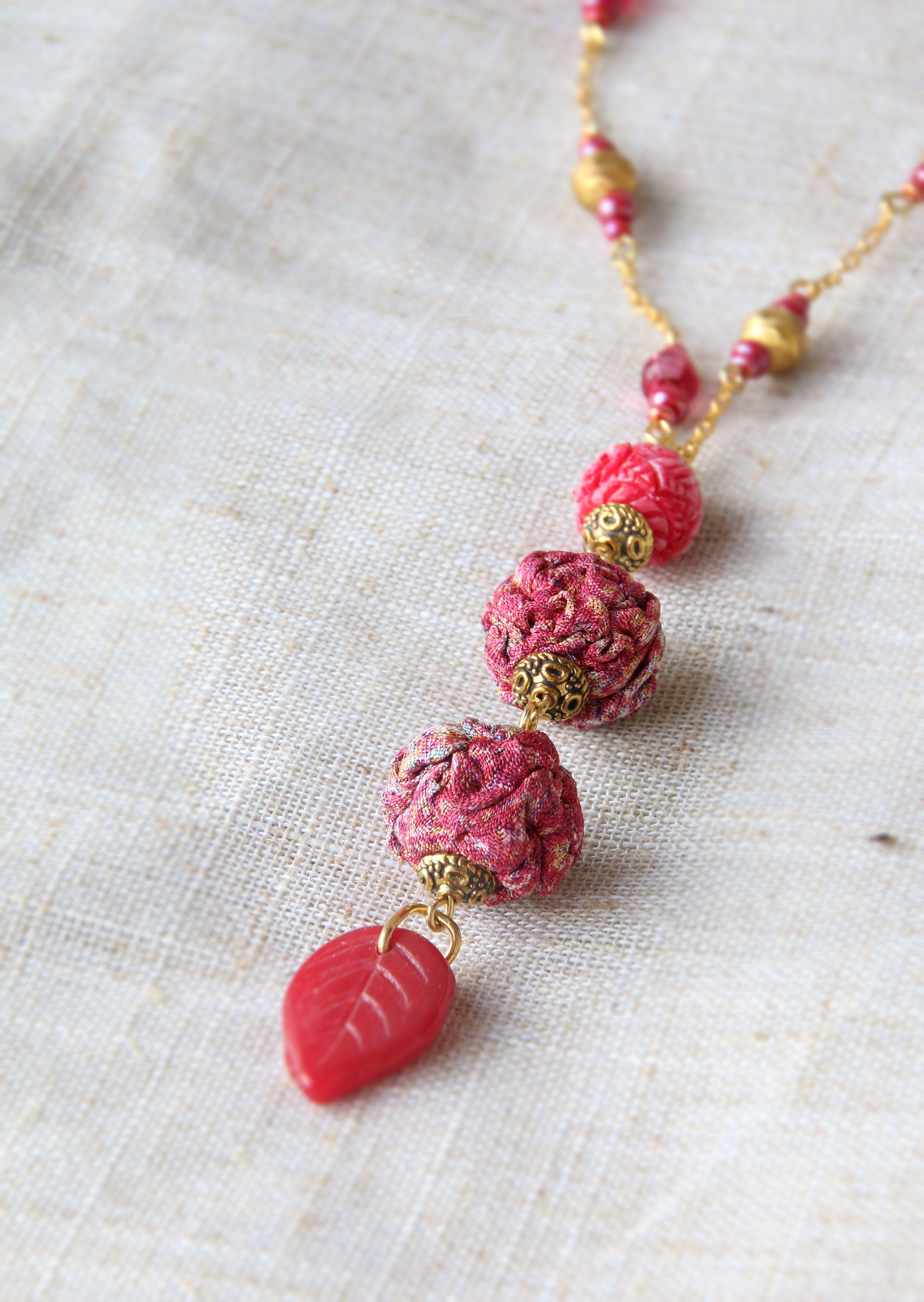 кулон темнорозовый пестрые брусничный авторский подвес золотистый текстильные красный бусины длинный