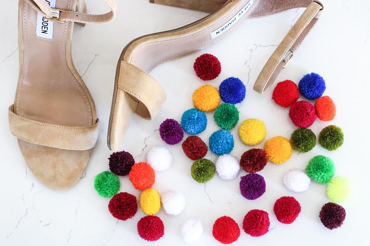 руками сам декора обувь яркая обувипомпоны сделай идеи своими