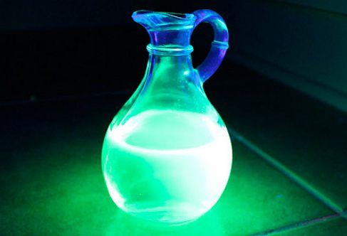 Как сделать светящуюся жидкость из подручных средств 2