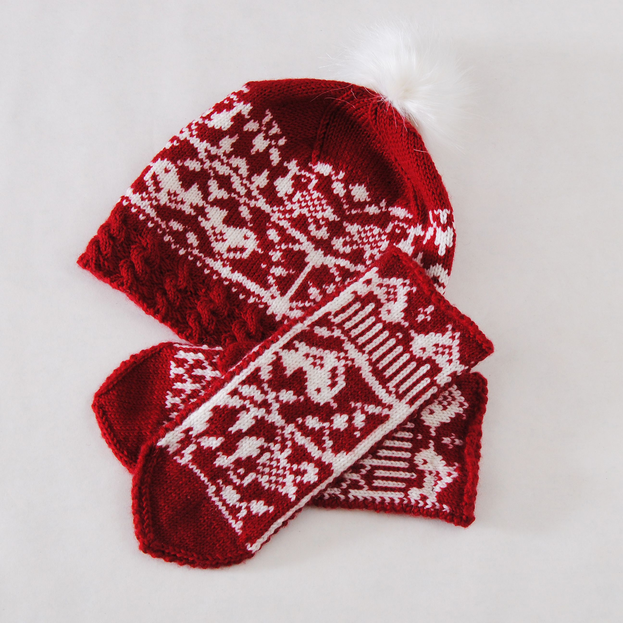 меринос белый вязаная купить орнамент шапка шерсть жаккард малиновый подарок женская