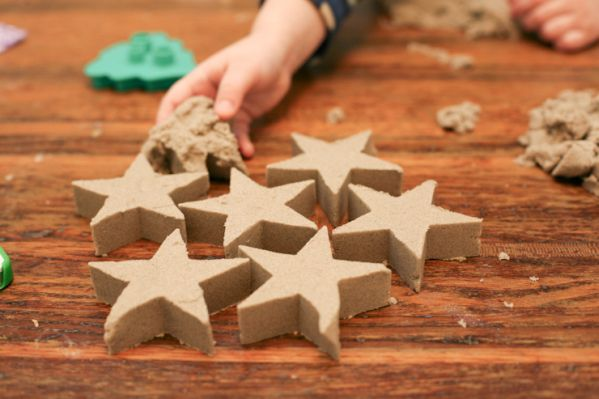 забота креативность идея сделайсам мелкаямоторика игры песок вдомашнихусловиях кинетическийпесок материал игрысребенком креатив любовь дом лепка своимируками творчество фантазия подарок дети