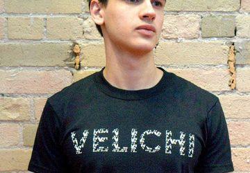 """Мужская брэндированная футболка с авторским принтом """"VELICHI"""""""