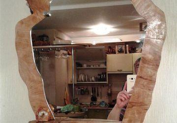 Зеркало с маленькой полочкой