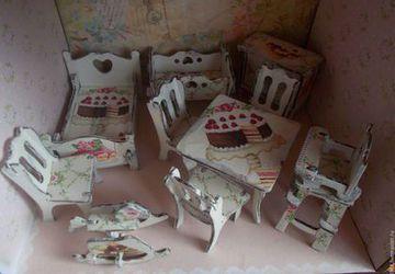 Набор мебели для кукол с декупажем.