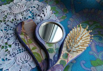 Подарочный набор : расчёски и зеркальце