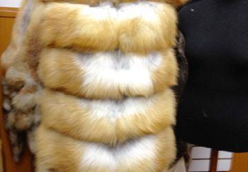 жилет из лисы с капюшоном