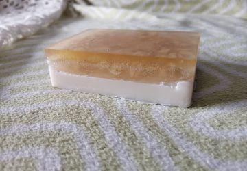 Натуральное мыло с медом и овсяными хлопьями
