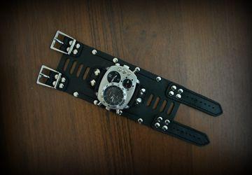 Часы мужские на широком браслете из натуральной кожи