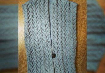 Вязаный серый жилет с косами (безрукавка)