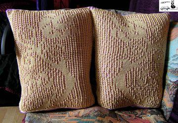 Декоративные подушки с кружевной вставкой