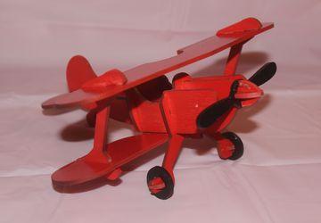 Игрушка красный аэроплан