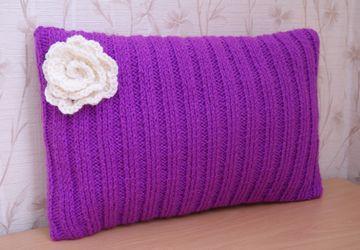 Подушка Цикламен с цветком
