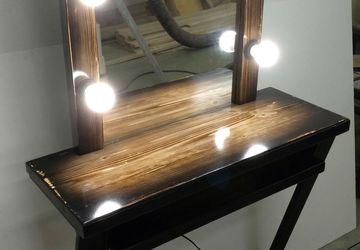 Стол визажиста, гримерный столик