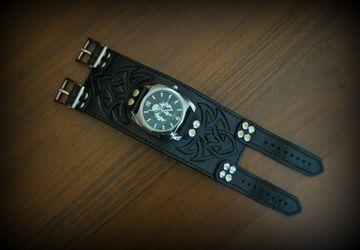 Часы мужские наручные на широком браслете из натуральной кожи
