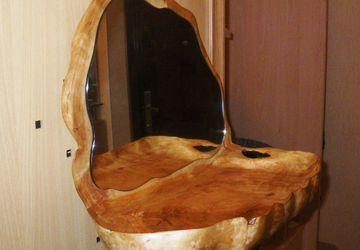 Зеркало с широкой полочкой из нароста на березе
