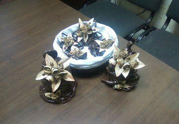 Корзинка с рождественскими звездами и колокольчиками
