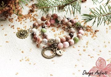 Стимпанк браслет с натуральными камнями и шестеренками