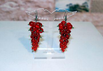 Серьги из стеклянных бусин «Красная смородина»