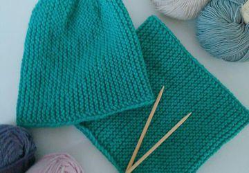 Теплые и нежные шапки ручной работы из полушерстяной пряжи