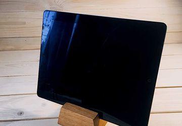 Подставка под смартфон или планшетный компьютер