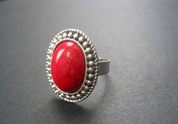 Кольцо с натуральным кораллом.