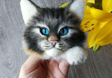Брошь с котиком