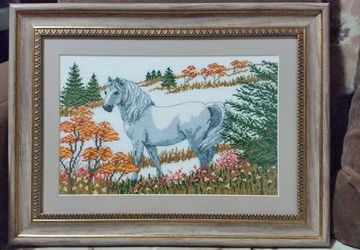 """Картина вышитая """"Лошадь на поляне"""""""