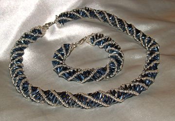 Комплект: ожерелье и браслет из стекляруса и бисера