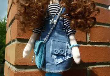 Кукла кудряшка