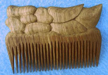 Расчёска деревянная резная