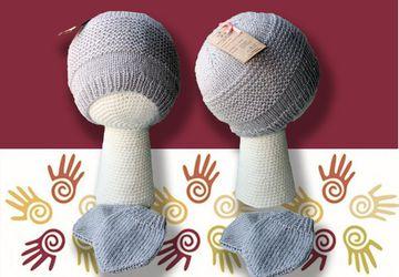Вязаный комплект (шапочка и варежки)