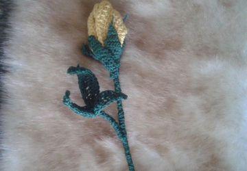Золотая роза-бутон (вязание)
