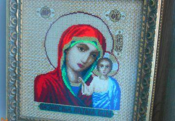 Вышитая счетным крестиком икона Казанской Богородицы