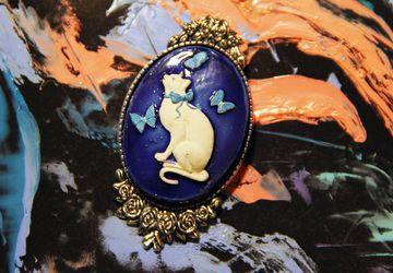 Нежная брошь Синяя кошка